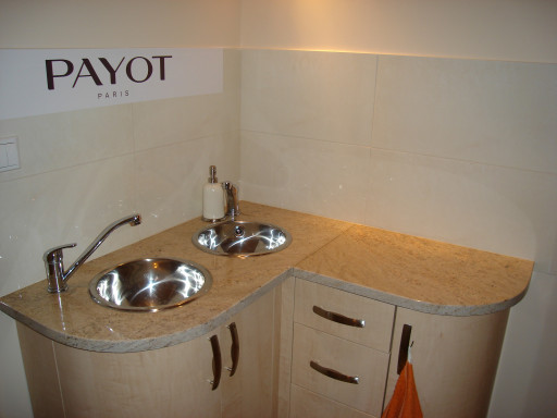 COUNTERTOP made of ivory fantasy granite
