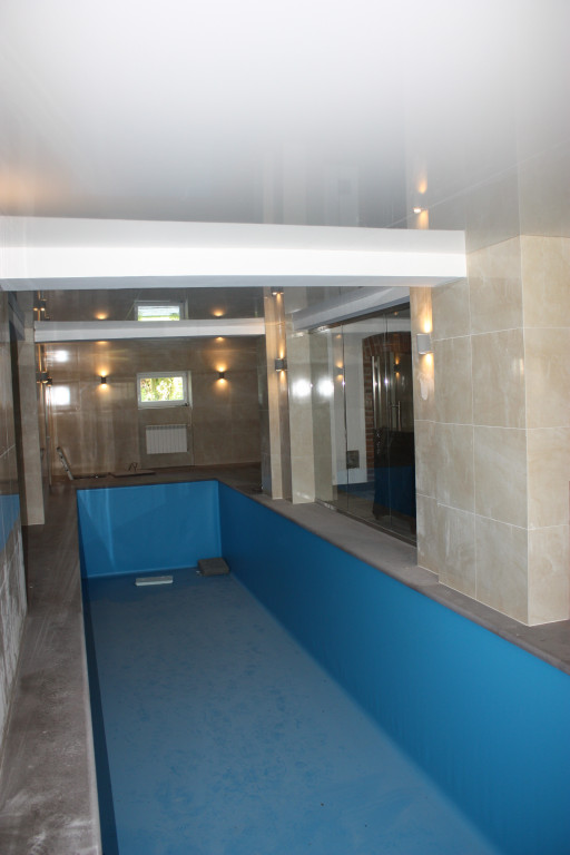 Swimming pool wall cladding made of brushed  champagne granite